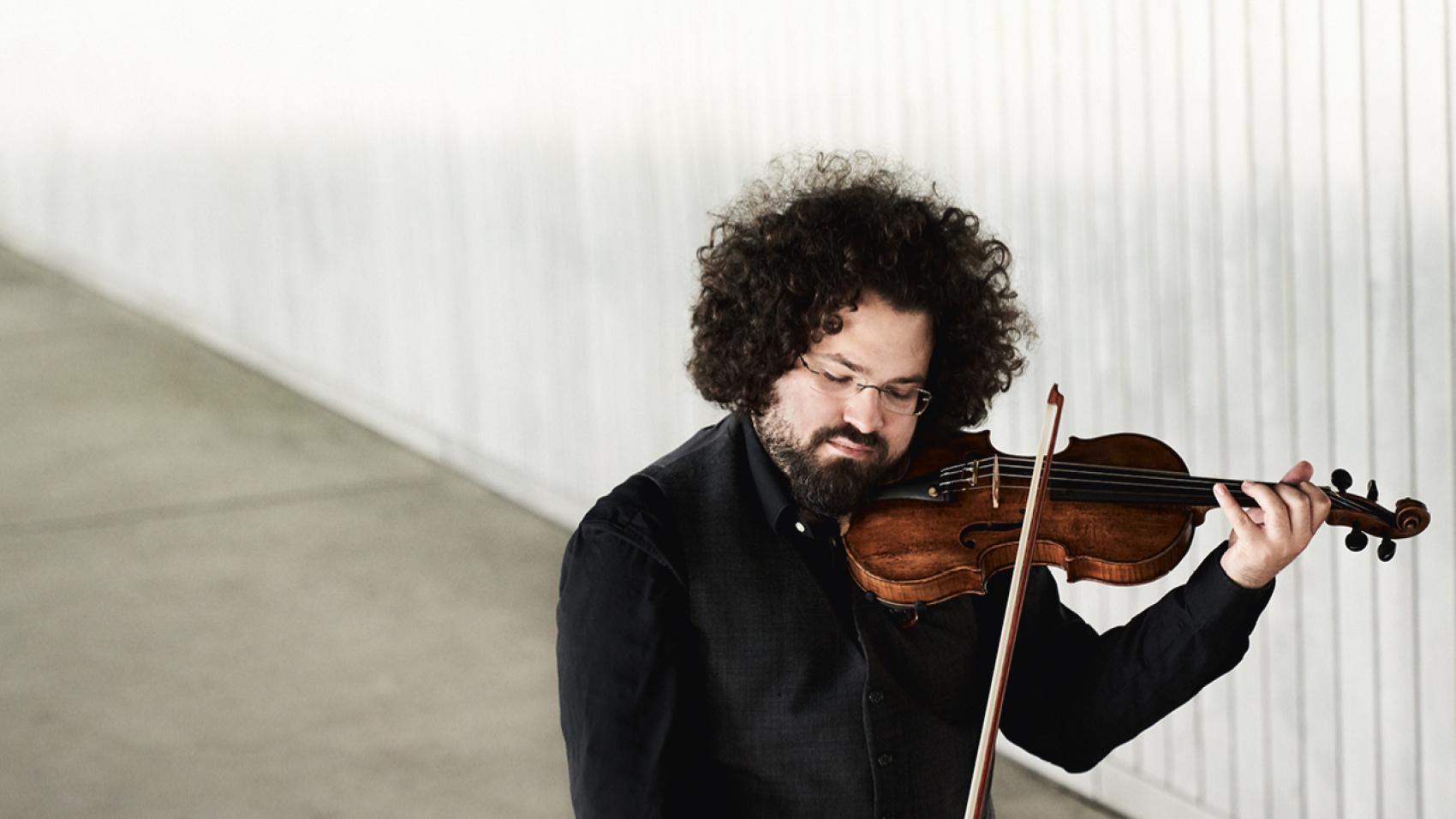 Barnabás Kelemen soleert bij het Nederlands Kamerorkest