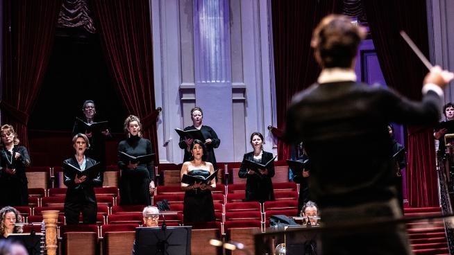 Lorenzo Viotti dirigeert Verdi's Quattro pezzi sacri
