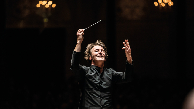 Marc Albrecht conducts Pictures at an Exhibition