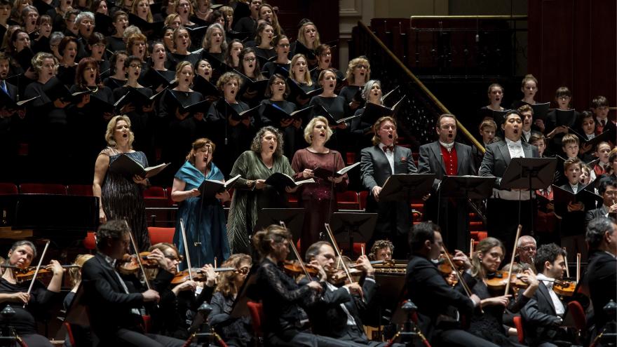 Mahler 8 live op groot scherm
