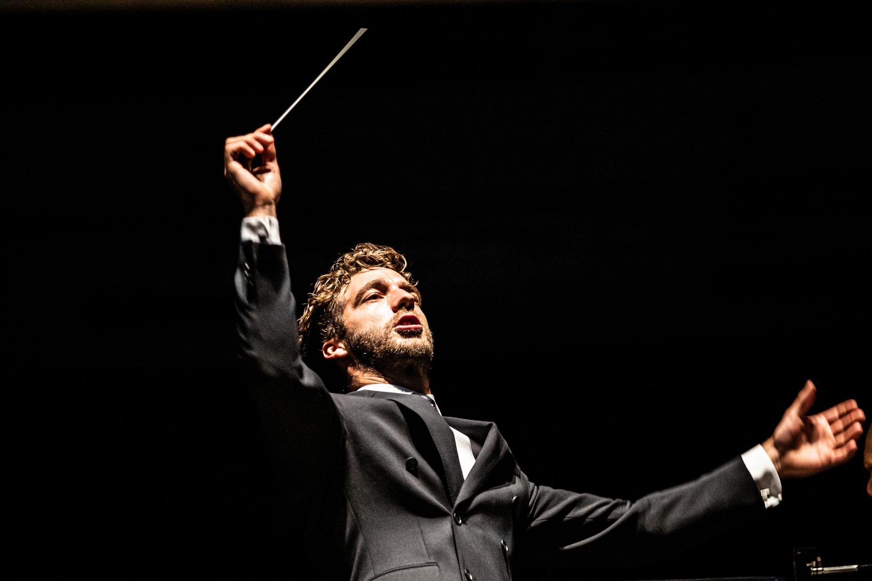 Lorenzo Viotti dirigeert Tsjaikovski en Debussy in online concert